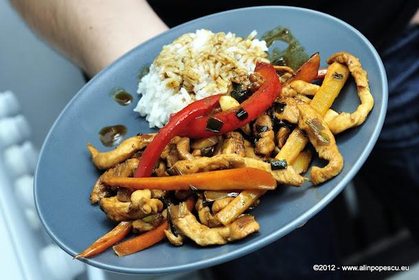 Pui in stil asiatic cu orez