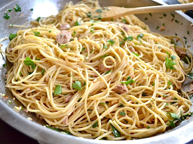Tuna and Red Pepper Pasta - BudgetBytes.com
