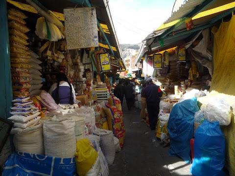 El Mercado Uruguay en la Max Paredes, La Paz
