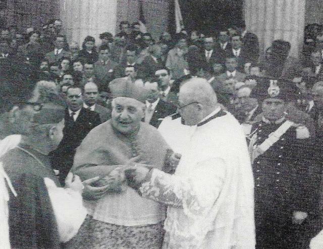 Il card. Angelo Roncalli davanti al Duomo di San Donà con mons. Saretta e mons. Carraro (1955)