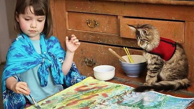 Iris Grace con su gato