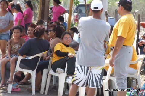 Público asistente al softbol femenil del Club Sertoma