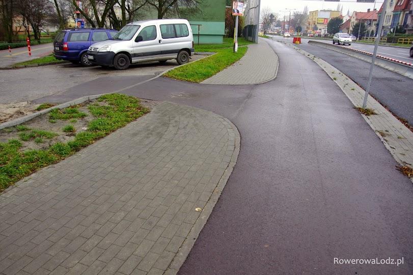 Drobnostka a cieszy - wyjazd z osiedlowego parkingu na drogę dla rowerów.