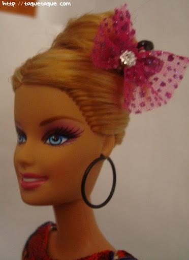 Diseños OOAK DIY by Taque-Taque para Barbie Fashionista: detalle de la carita, de los pendientes y del peinado