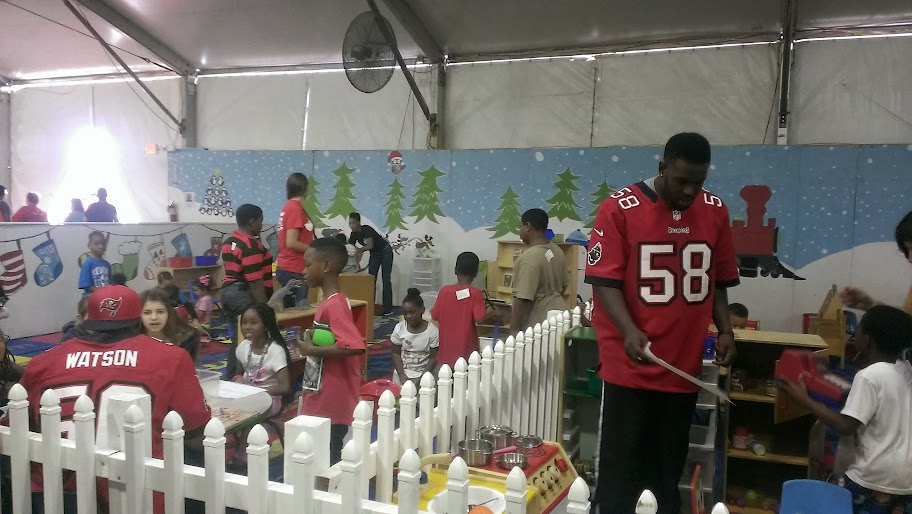 IMAG3788 Metropolitan Ministries Holiday Tent: Hope Lives Here