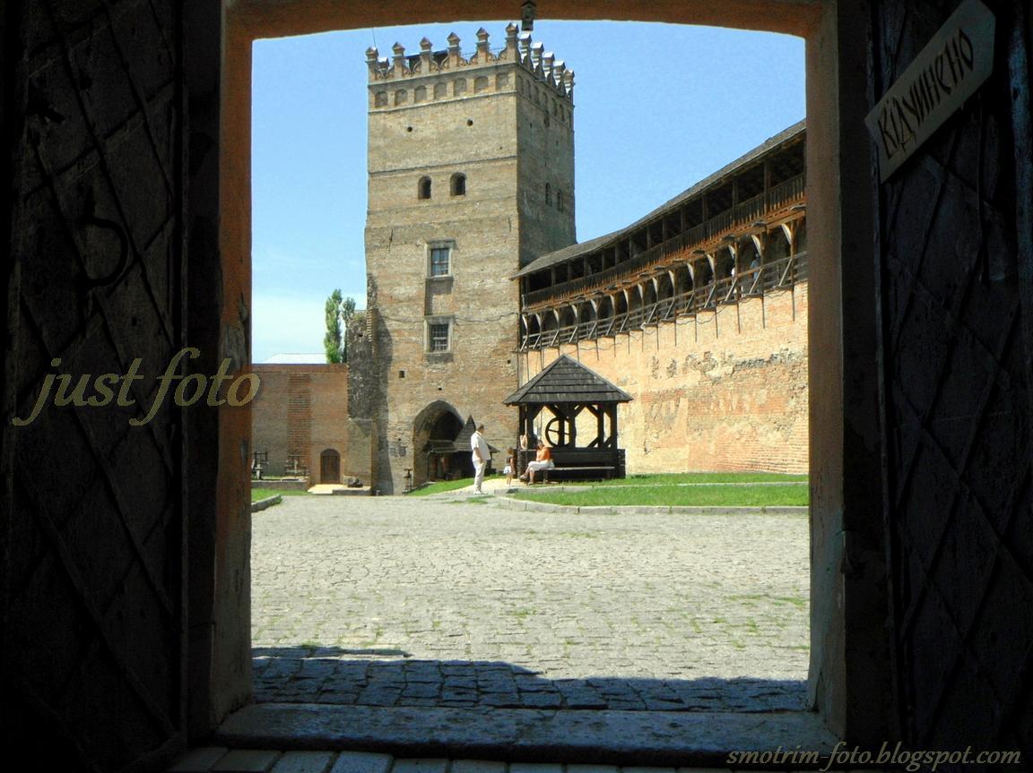 Луцкий замок - Въездная башня фото