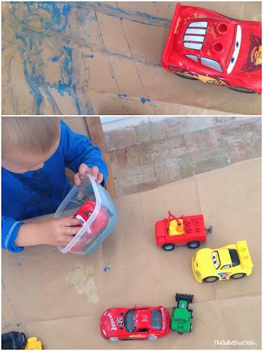 Auta místo štětce - netradiční malování pro kluky