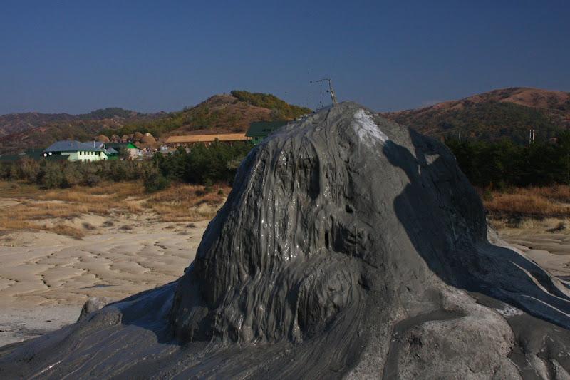 Buzau Berca fenomene geologice Romania diapir drumetie