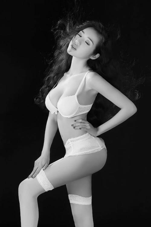 Elly Trần gợi cảm khó cưỡng với bikini