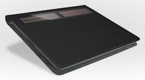 Logitech Solar Keyboard Folio 背面のソーラーパネル