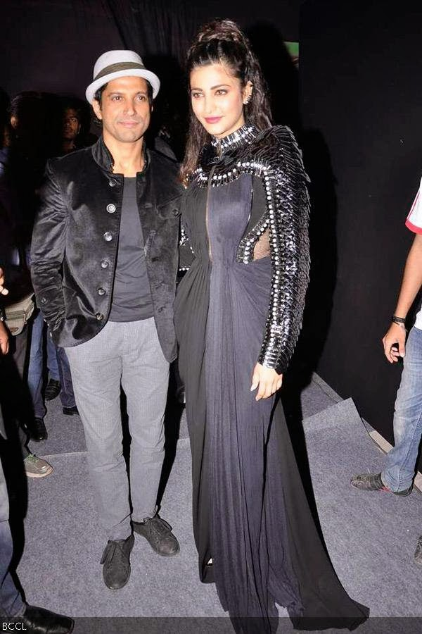 Farhan Akhtar and Shruti Haasan during Rolling Stone awards, held in Mumbai. (Pic: Viral Bhayani)