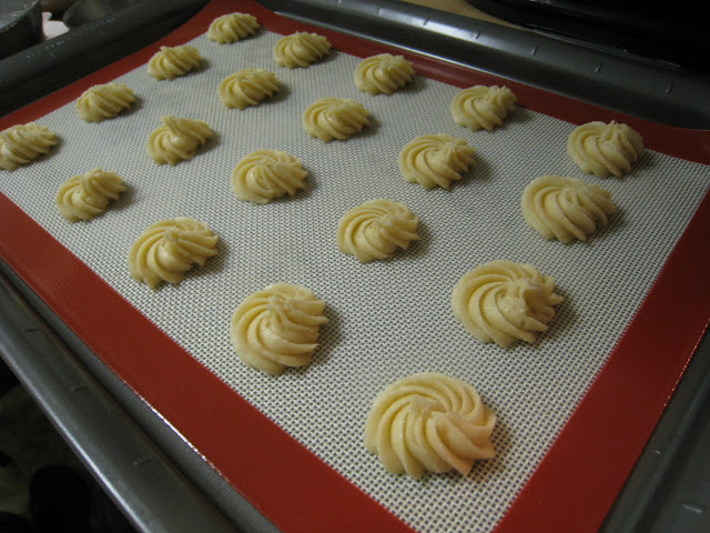 basic rosette piped buttery cookies