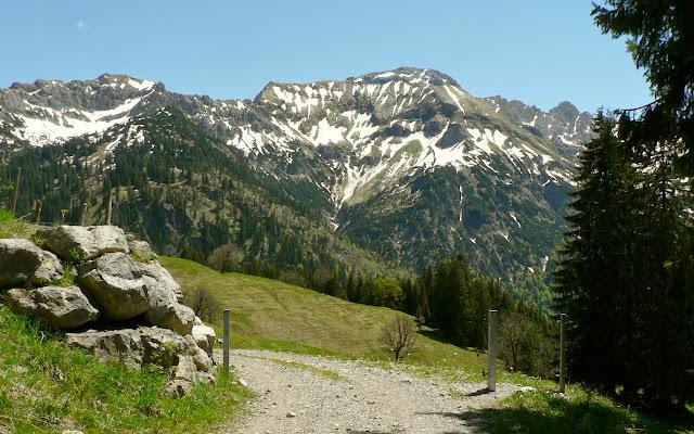 Blick über Hintersteiner Tal nahe Schwarzenberghütte Hindelang Allgäu