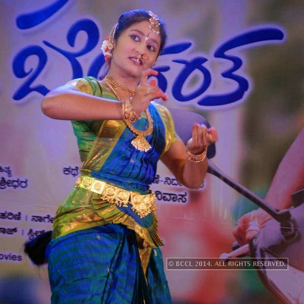 A performer at the silver disc release of the film E Dil Helide Nee Bekanta, in Hyderabad.