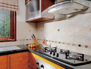 Gunakan Skrap Untuk Membersihkan Sela Dinding Lantai Dapur