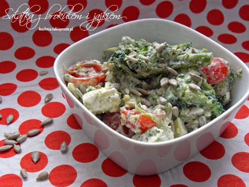 Salatka z brokulem i jajkami