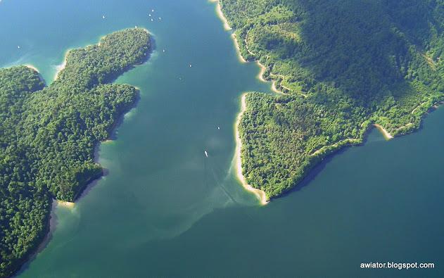 co zwiedzić w Bieszczadach, Jezioro Solińskie z lotu ptaka,