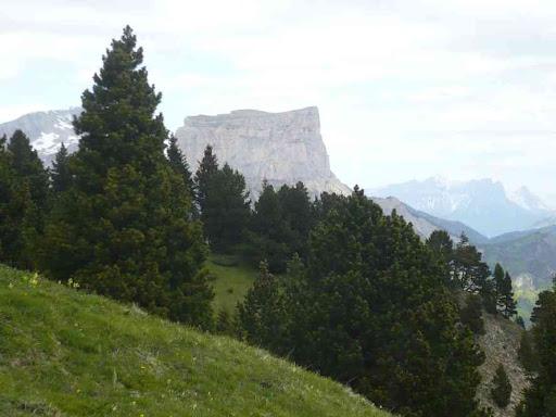 Le Grand Veymont et le Mont Aiguille, en descendant du pas de l'Essaure