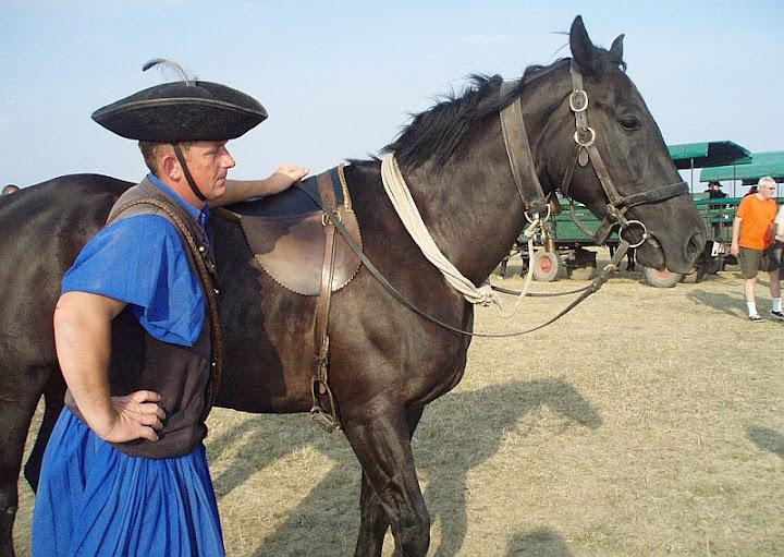 La selle sans sangle des cavalier Csikos Puszta-horsemanandhorse