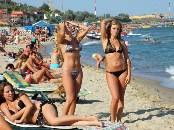 Alla Perkova long hair beauty photo girl at the beach