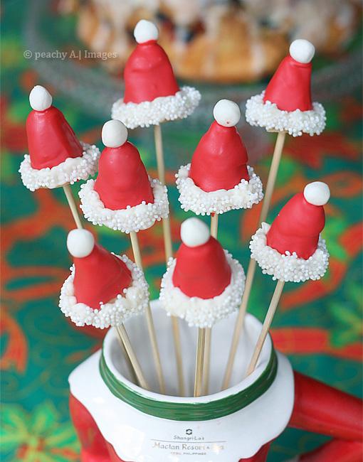 Santa Hat Cake Pops | www.thepeachkitchen.com