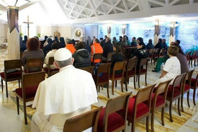Pope Francis not adverse to sitting in the pews of the faithful