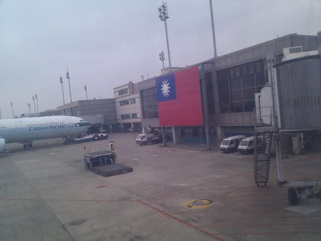桃园机场的青天白日旗