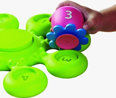 Mỗi em bé bạch tuộc đồ chơi khi tắm có một màu riêng