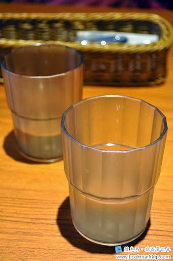 豆子咖啡水杯及餐具