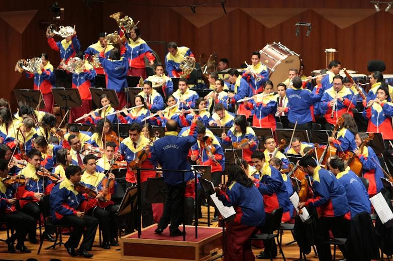 Las chaquetas tricolor de los venezolanos anunciaban el final del concierto