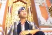 Lirik Lagu Bali Agung Wirasutha - Metekep Botol