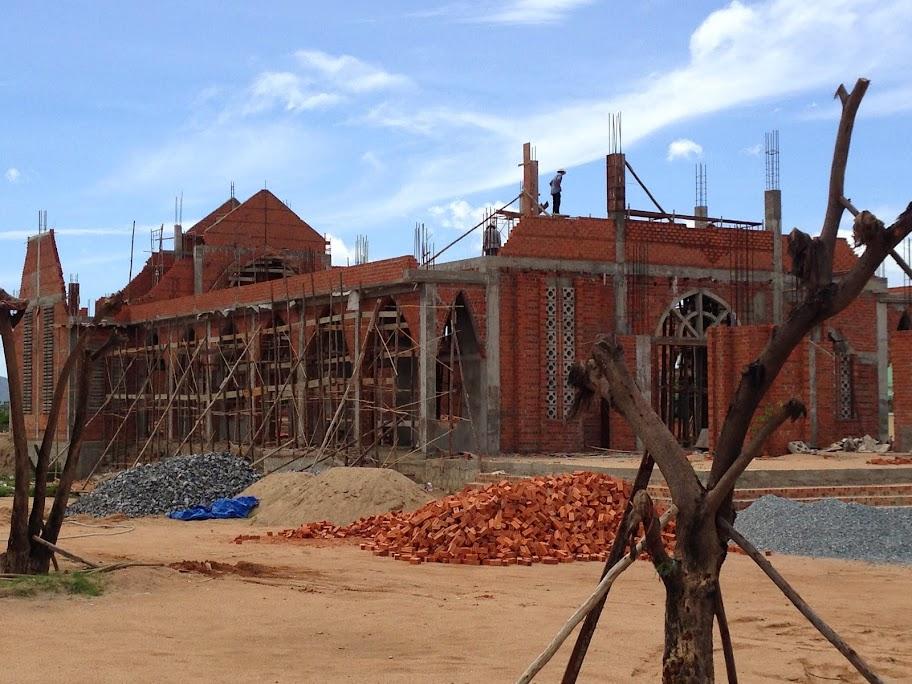 Hình ảnh xây dựng nhà thờ Gò Thao giáo hạt Ninh Hải
