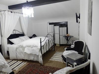 grand salon salle a manger chambre mensarde camille chambres d hotes les deux granges. Black Bedroom Furniture Sets. Home Design Ideas