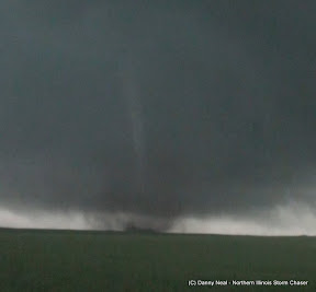 Northern Illinois Storm Chaser Videos - Storm chaser gets struck lightning films