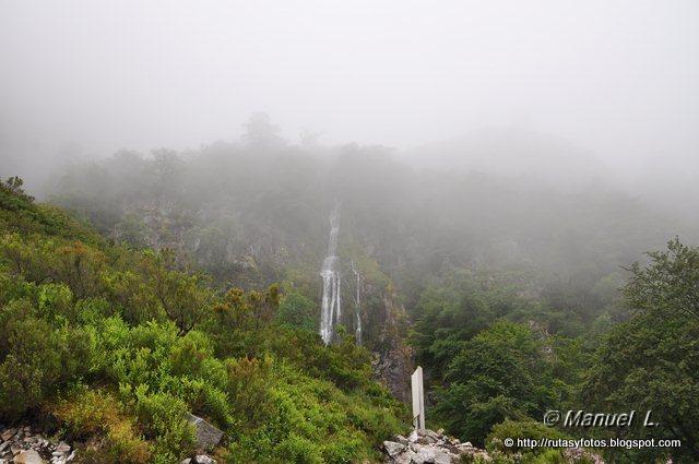 Los Robles y Cascada del Taballon del Mogallu