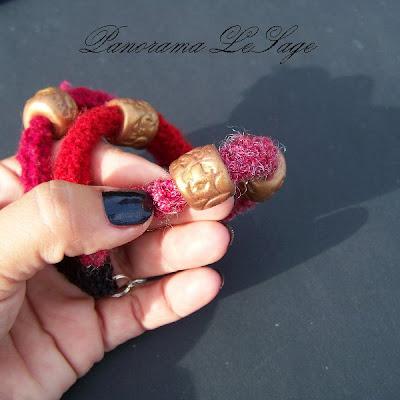 Komplet szydełkowy z kulkami z masy polimerowej fimo z wrabianymi koralikami kulka Fimka i Zsypek Bizuteria szydełkowa naszyjnik bransoleta Panorama LeSage jablonex biżuteria szydełkowa