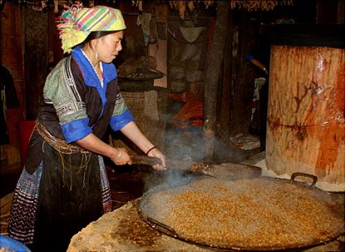 dac san ruou ngo o ha giang3 Thưởng thức đặc sản rượu ngô ở Hà Giang.