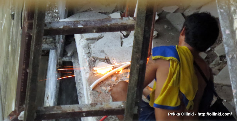 A man cutting the steel for recycling