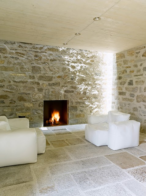 10 Самые красивые дома мира | Фото интерьера каменного дома в Швейцарии
