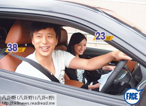 鄧健泓( 38歲)先後換過三部車,自兩年前與龔嘉欣( 23歲)拍拖,已多次被目睹駕車從 TVB接送女友回荃灣新居。《忽然 1週》圖片