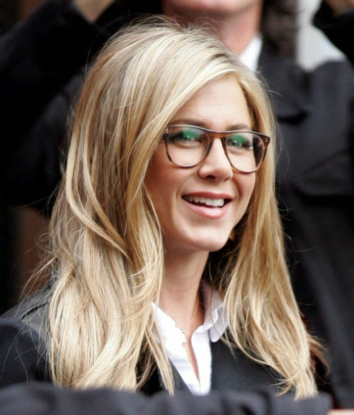 jennifer_aniston_in_oliver_peoples_eyeglasses