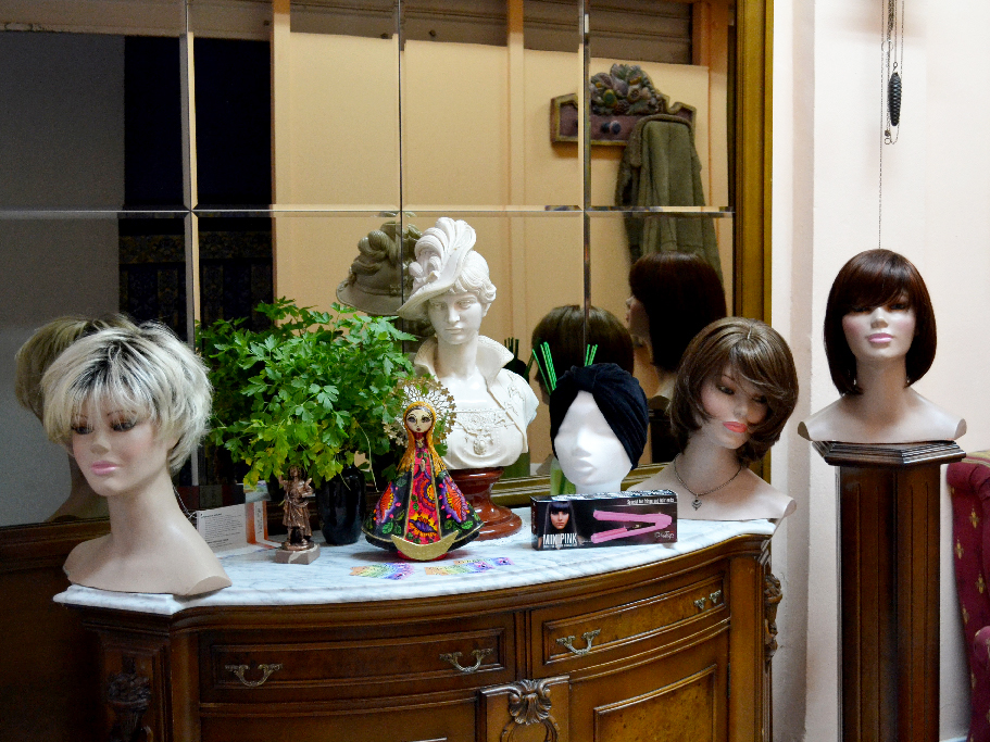 Foto con pelucas en la tienda Peluk-T