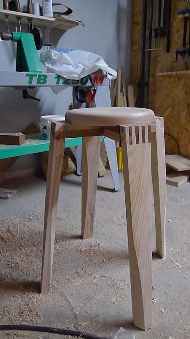 Chaise design pour petit garçon P1060901