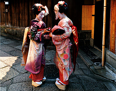 an introduction to the history of geisha The first geisha were male entertainers, serving guests with music,  an  introduction to japanese geisha  visual/performing arts, history/social science.