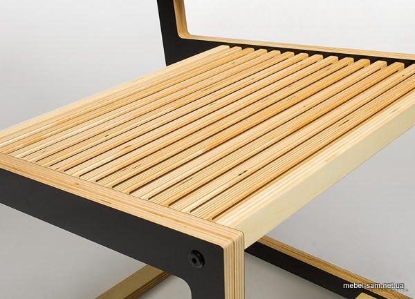 перемычки фанерного стула имеют сквозные проточки