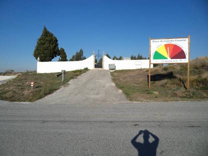 Entrada do cemitério no Sábado, 8 de outubro de 2011