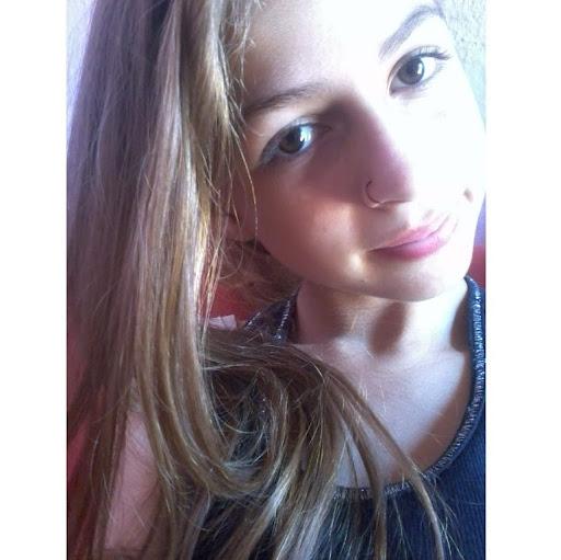 Julia Siqueira Photo 6