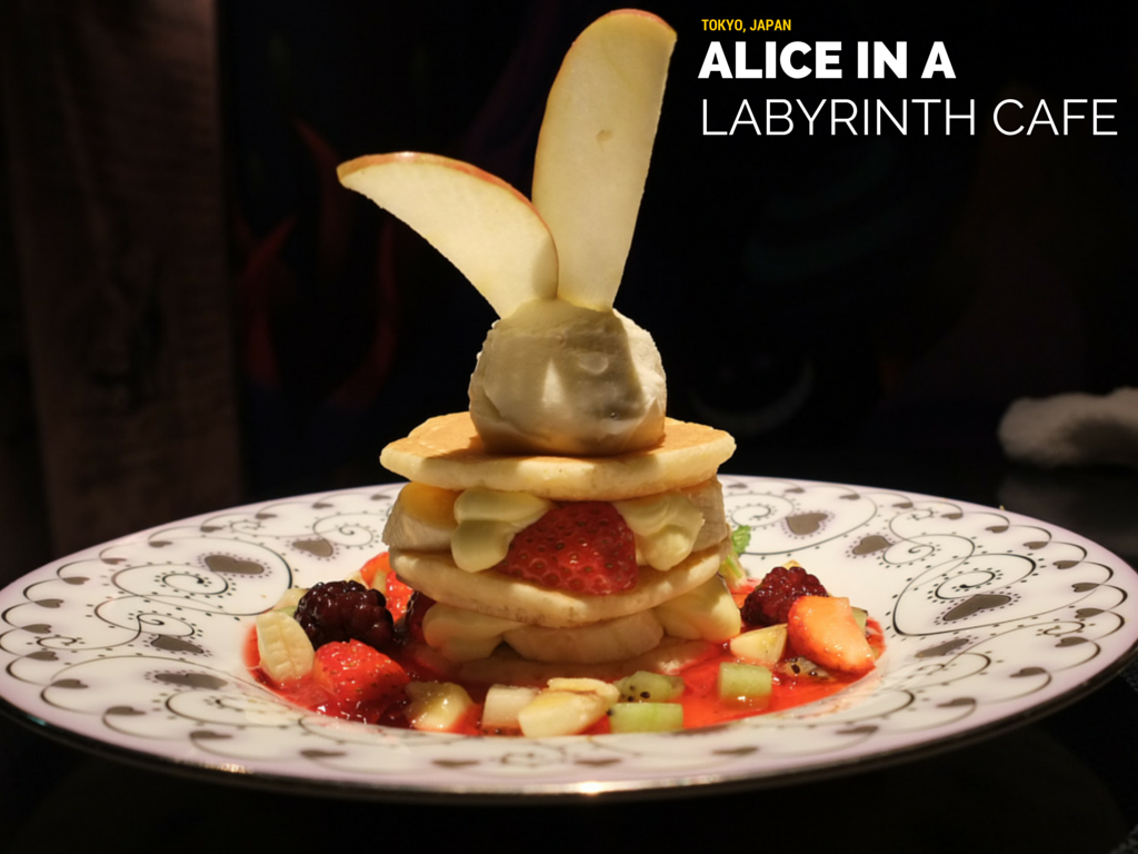 Alice in a Labyrinth Cafe