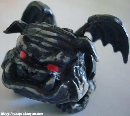 Rockseena, la mascota de Clawd Wolf (una gárgola-bulldog)