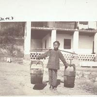 Amazing A Water Carrier In Hoschuwan.